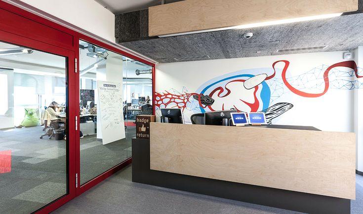 La nuova sede milanese strizza l'occhio al mood californiano della piattaforma ma senza tralasciare lo stile e i dettagli del made in Italy
