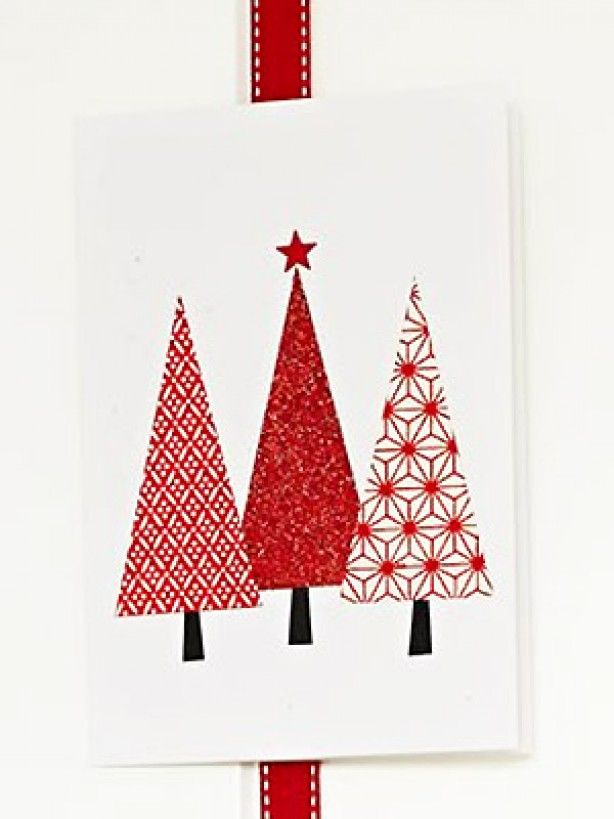 Leuke kerstkaart om zelf te maken, neem cadeaupapier of stukjes behang om verschillende kleuren te krijgen.
