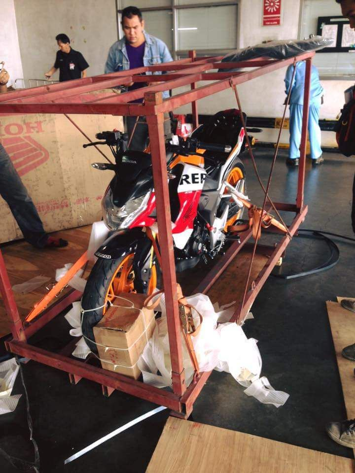 Motor Sport 190cc Honda dengan Kode Nama CB190R Terungkap Bro - spesifikasiharga.net – Honda makin keren aja bro … pada bulan agustus 2015 ini bakal meluncurkan 2 motor sport sekaligus, pertama adalah Calon rival Satria yang sama-sama menggunakan desain ayago dan