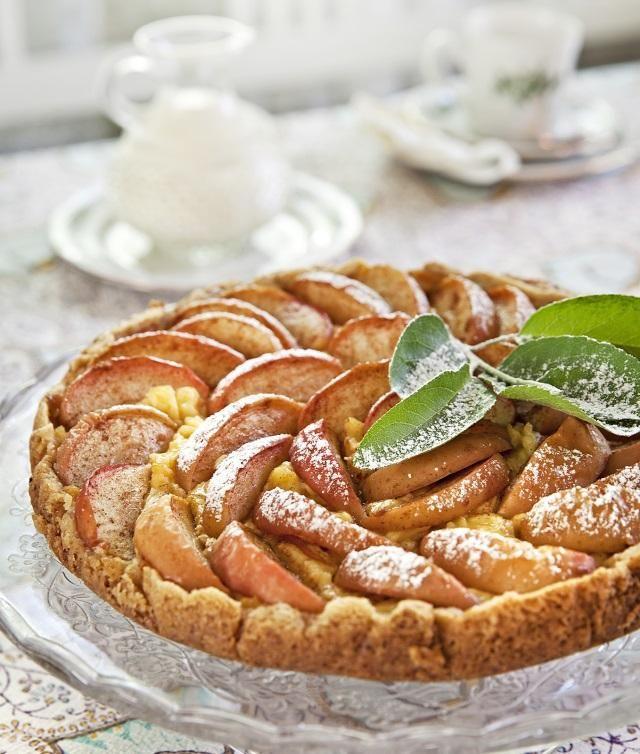Leivo suussasulava omenapiirakka. Bake on sweet applepie.   Unelmien Talo&Koti Kuva: Camilla Hynynen Ohje: Tarja Hassinen