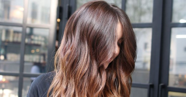 We're only a few weeks into 2017 and the year's biggest hair color trends are already clear — and not at all what we expected. Blame America's latest obsession with the Danish concept of hygge, because this year is all about warmth and comfort, with soft coppers, rich browns, buttery blonds, and