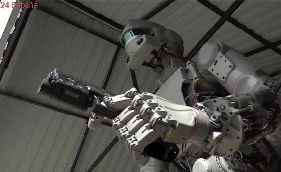 """Rusia desarrolla un robot capaz de disparar armas, pero aclara que """"no es un Terminator"""""""