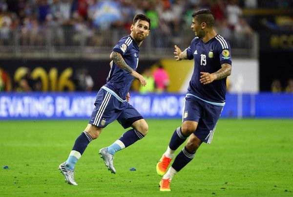 Ever Banega Photos Photos - Lionel Messi #10 of Argentina reacts after scoring a goal on a free kick in the first half against the United States during a 2016 Copa America Centenario Semifinal match at NRG Stadium on June 21, 2016 in Houston, Texas. - United States v Argentina: Semifinal - Copa America Centenario