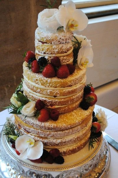 Love love love a naked cake!