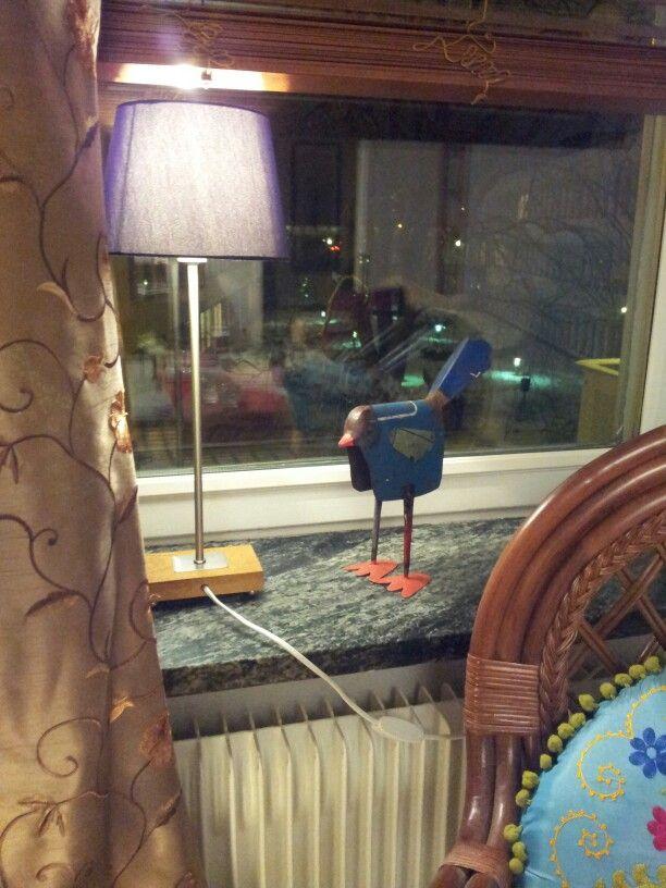 Scrap metal bird for my livingroom window. Plåtfågel för mitt vardagsrumsfönster.