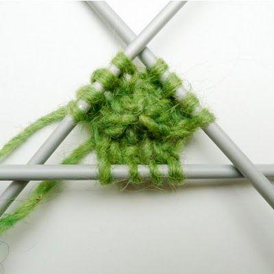 Le montage en boucle permet de commencer un tricot circulaire au milieu.