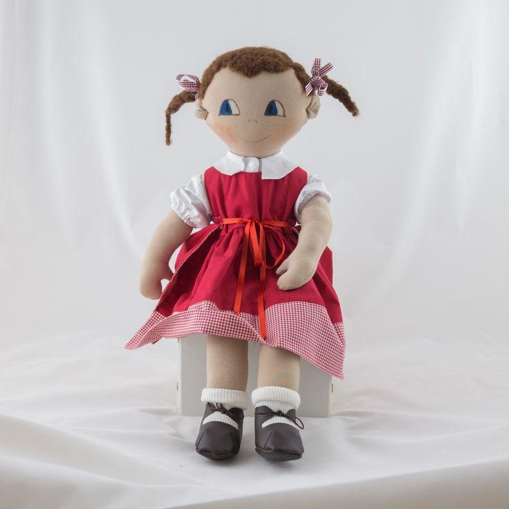 Grande poupée de chiffon fait main vêtue d'une robe rouge et chemise blanche : Jeux, jouets par timounalily