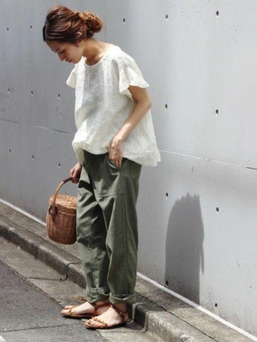 FRAMeWORKのシャツ・ブラウス「≪予約≫フレンチリネン 製品染めブラウス◆」を使ったharu(Spick & Span 本社)のコーディネートです。WEARはモデル・俳優・ショップスタッフなどの着こなしをチェックできるファッションコーディネートサイトです。