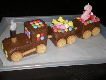 Zug. Kuchen. Kindergeburtstag.