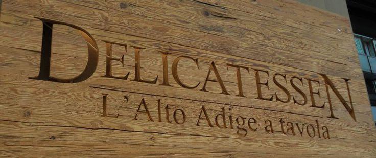 DELICATESSEN VIALE TUNISIA 14  MILANO Tel 0248955141 Le specialità dell'Alto Adige direttamente sulla tua tavola. Tutte le materie prime sono autentiche e rigidamente selezionate, i dolci e i pani sono prodotti in casa osservando le ricette tradizionali. Ad accompagnare il tuo pasto una carta dei vini completa e in grado di soddisfare tutte le esigenze. SEMPRE APERTO ORDINE MIN. IN CITTA 25 EURO