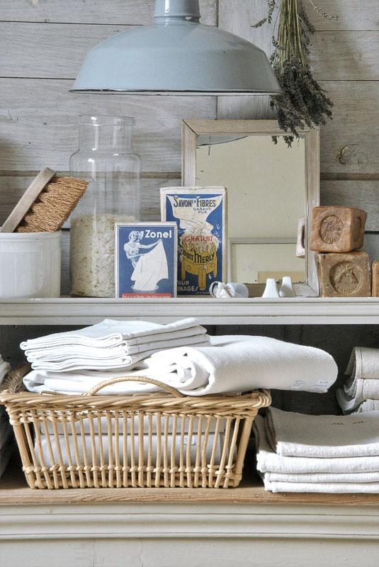 White Display - January 2012  www.heurebleueantiques.com lavande savon brosse paillettes