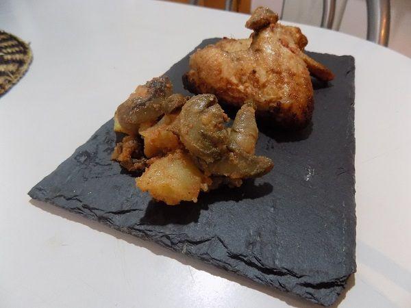 Alitas de pollo al horno con patatas y champiñones
