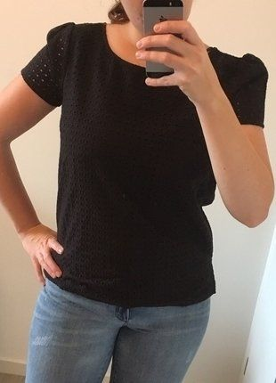 À vendre sur #vintedfrance ! http://www.vinted.fr/mode-femmes/hauts-and-t-shirts-t-shirts/26155356-tee-shirt-n-by-naf-naf-noir