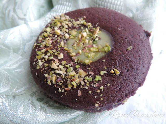 Occhi di bue al cacao con crema al pistacchio | rossopomodoro