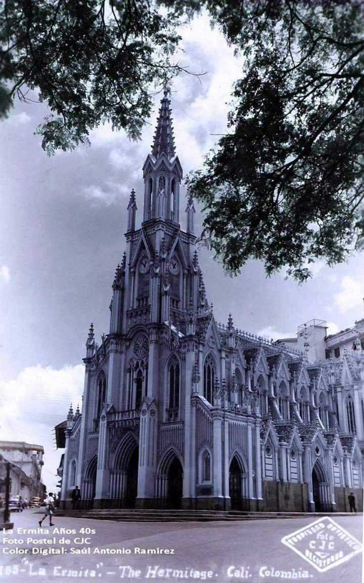 Iglesia de La Ermita en los años 40s #Cali #Colombia Fotografía: CJC. Color: Saúl Antonio Ramírez.