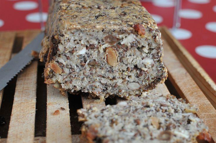 Ki mondta, hogy egy diétás kenyér csak rossz lehet? Most itt egy kenyér, ami csupa mag és dióféle, kisebb részben zabpehely és semmi liszt nincs benne: ez a tudatosan táplálkozók álma. Kipróbáltuk,