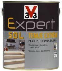 Peinture sol Expert tenue extrême de V33  pour sol garage, terrasse et pour peindre un escalier en béton vendue en exclusivité dans les magasins Castorama