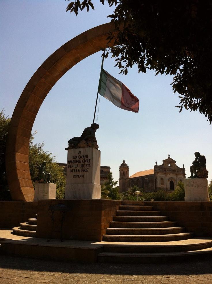 Manduria, monumento ai caduti