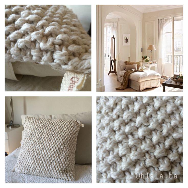 Almohadón tejido en fibra natural .
