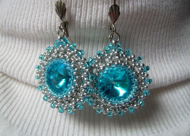 Türkiz kék köves, francia kapcsolós fülbevaló. Ára: 1000.-Ft.