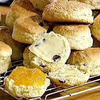 Scones med variasjonsmuligheter - bruk yoghurt eller surmelk heller enn melk for enda mer saftige scones.