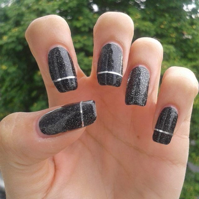 Silver stripped black party nails