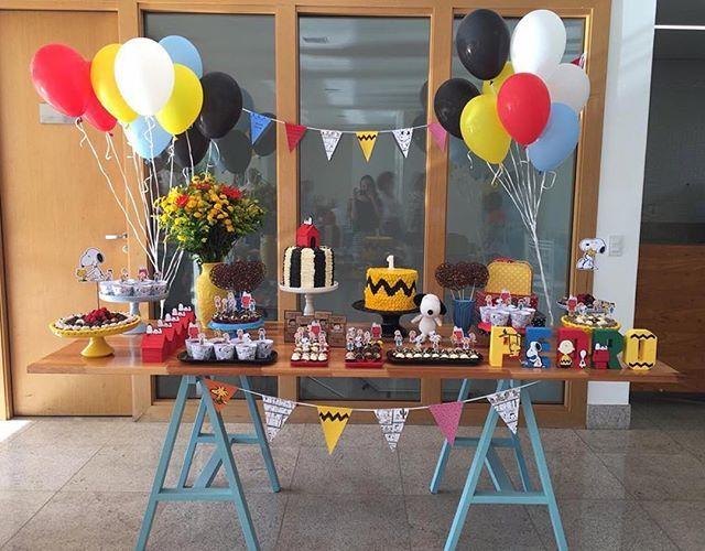 Festa Snoopy ❤️ decoração linda, adorei!! Pic via @laspitangas #decorefesta #snoopy #snoopyparty #mesadobolo #candybuffet #candybar #partykids #party #idéias #inspiração #festa #festainfantil #fiestasinfantiles #deco #decor #decoração #decoraçãodefesta