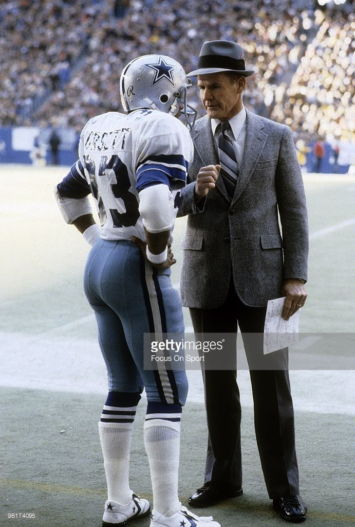 Head coach <a gi-track='captionPersonalityLinkClicked' href=/galleries/search?phrase=Tom+Landry&family=editorial&specificpeople=240241 ng-click='$event.stopPropagation()'>Tom Landry</a> (R) of the Dallas Cowboys talks with one of his running backs <a gi-track='captionPersonalityLinkClicked' href=/galleries/search?phrase=Tony+Dorsett&family=editorial&specificpeople=220838 ng-click='$event.stopPropagation()'>Tony Dorsett</a> #33 during a circa 1970s NFL football game at Texas Stadium in…