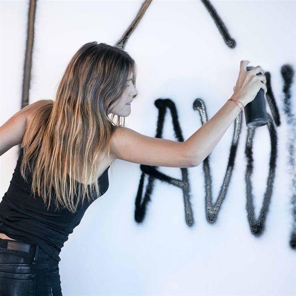 Calu Rivero and her graffiti for Etiqueta Negra Mujer.