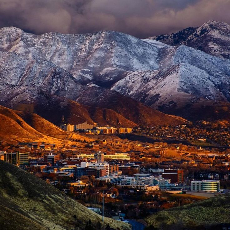Home. | Salt Lake City. I've seen the city look like this many times and I'm always amazed at its beauty here. I'm glad someone got a picture.