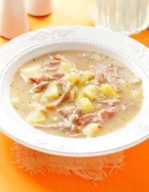 Żurek z wędzonką / Polish Easter Soup with Smoked Meat to chluba każdej gospodyni, która chce zadowolić podniebienia najbardziej wymagających gości.