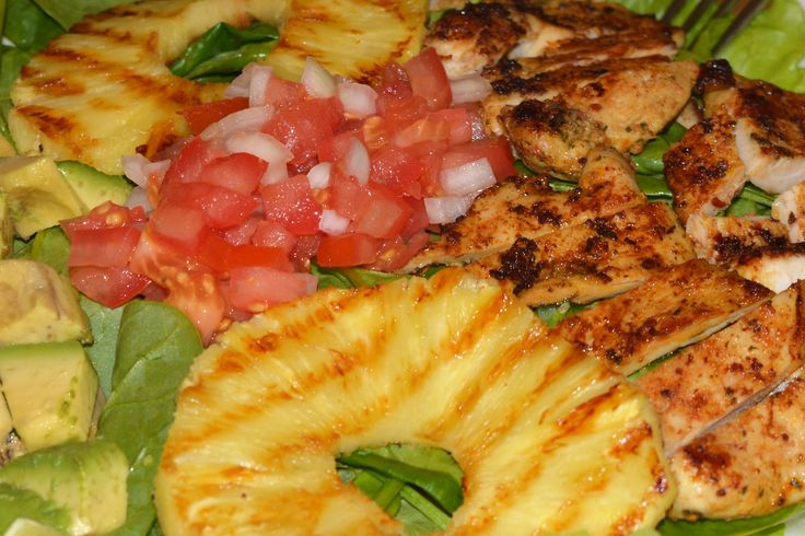 Zum #Essen gibts heute mal gebratene #Fleisch mit #Tomate, #Ananas, #Avocado und #Salat... also Super #einfach. Was gibts bei dir?  For #dinner I now have roast #meat with #tomato, #pineapple, #avocado and #salad. #Simple but so good. What do you have? La #comida del dia de hoy es #carne asada con #jitomate, #pina, #aguacate y #ensalada. Facil y saludable. Que comeras hoy? --- Be a part of #HBMcommunity #humanbodymovement #MoveYourBody Se parte de la comunidad #HBMuevetucuerpo