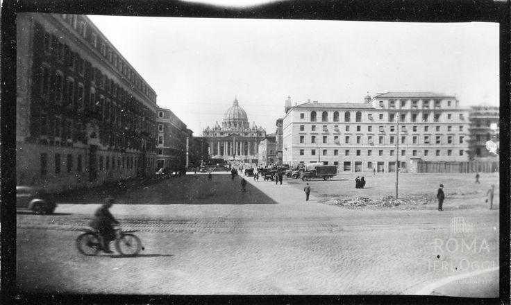 Via della Conciliazione (1944) Nelle demolizioni della Spina di Borgo fu coinvolta una zona ben più ampia, questa foto lo testimonia.