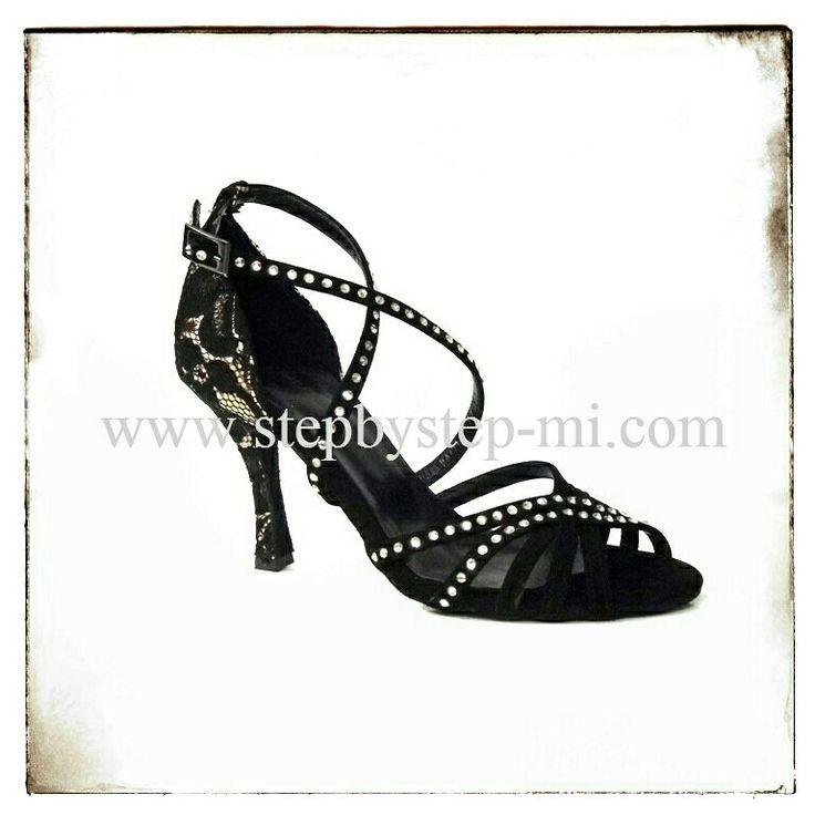Sandali in camoscio nero e pizzo nero su base platino decorati con strass #stepbystep #scarpedaballo #danceshoes #sandali #salsa #bachata #sandal #rhinestones #strass