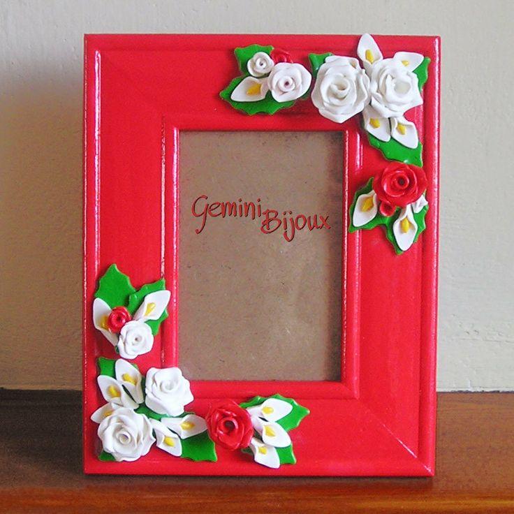 Cornice per fotografie decorata con rose in fimo , by