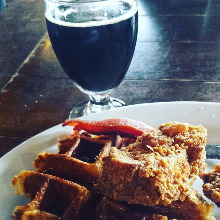 @norcalcraftbrews: Enjoying an #elguaponegro by Mraz Brewing  an imperial porter with habanero vanilla and cinnamon brewed exclusively for @pangaeacafe . Also enjoying some Sunday brunch #chickenanfwaffles#craftnotcrap #craftbeer #beerporn #beergasm #beergeek #norcalcraftbrews #brunch#sacramento #sbw2016 #mrazbrewing