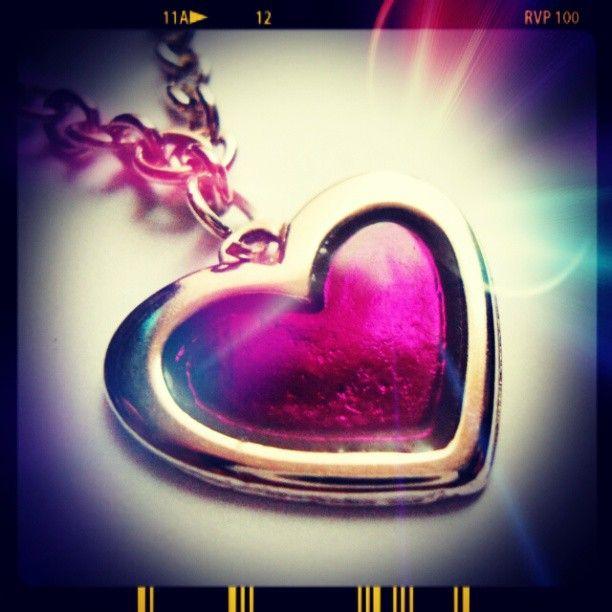 Collar Corazón Morado https://www.facebook.com/AccesoriosUv