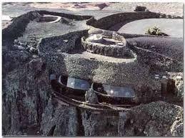 Mirador del Río de Cesar Manrique (Lanzarote). En este caso se trata de un espacio natural convertido en equipamiento patrimonial de uso turístico.
