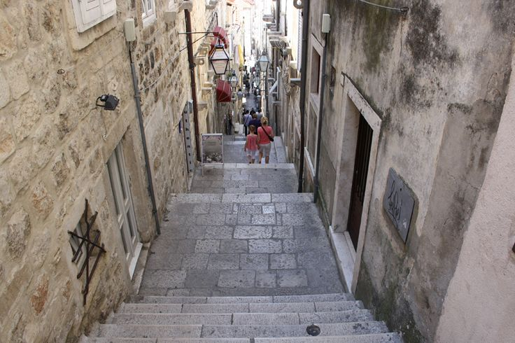 Narrow steps in the Dubrovnik old town.