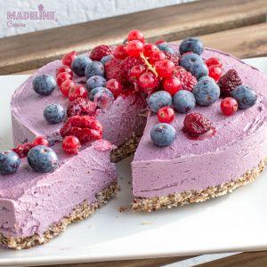 Tort raw cu fructe de padure / Raw forest fruit cake - Madeline's Cuisine