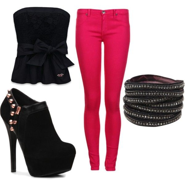 Hot pink skinny jeans and black high heel booties.