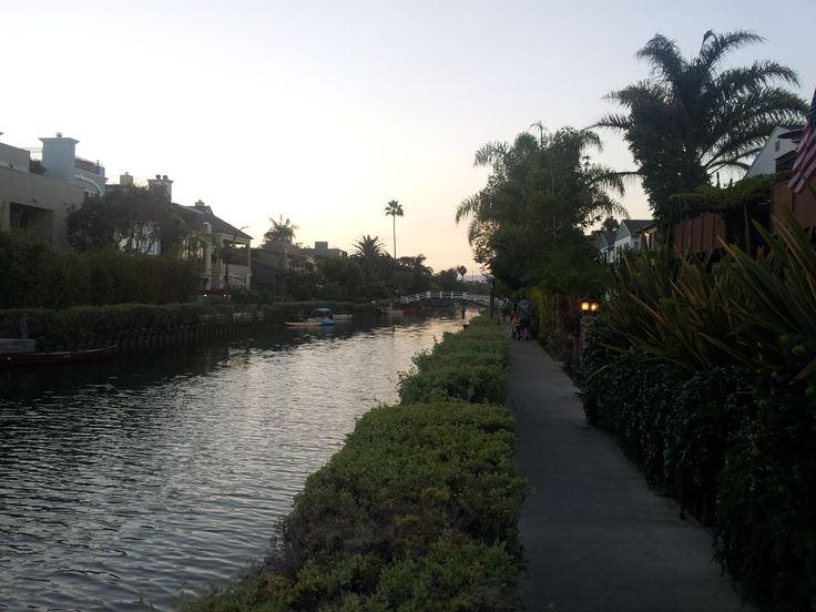 Benátky v severoamerickém provedení. Nepotápí se to tu a je tu více luxusu, gondole chybí. Tohle je Grand canal, další kanály se napojují okolo.