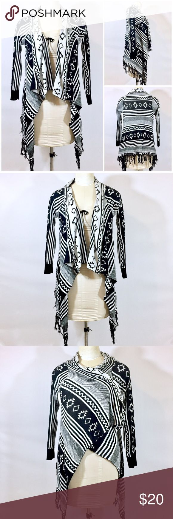 Haute Monde Aztec Print Fringe Flyaway Cardigan Up for sale super soft haute monde cardigan size M, great preowned condition, no stains or any rips. Check out my closet, bundle and give me your offer! Haute Monde Sweaters Cardigans