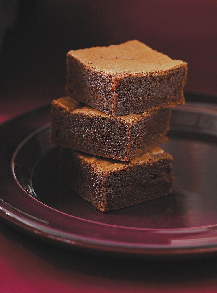 Recette de Brownies au Nutella. Ingrédients de la recette: tartinade aux noisettes (de type Nutella), cassonade, extrait de vanille, oeufs,…