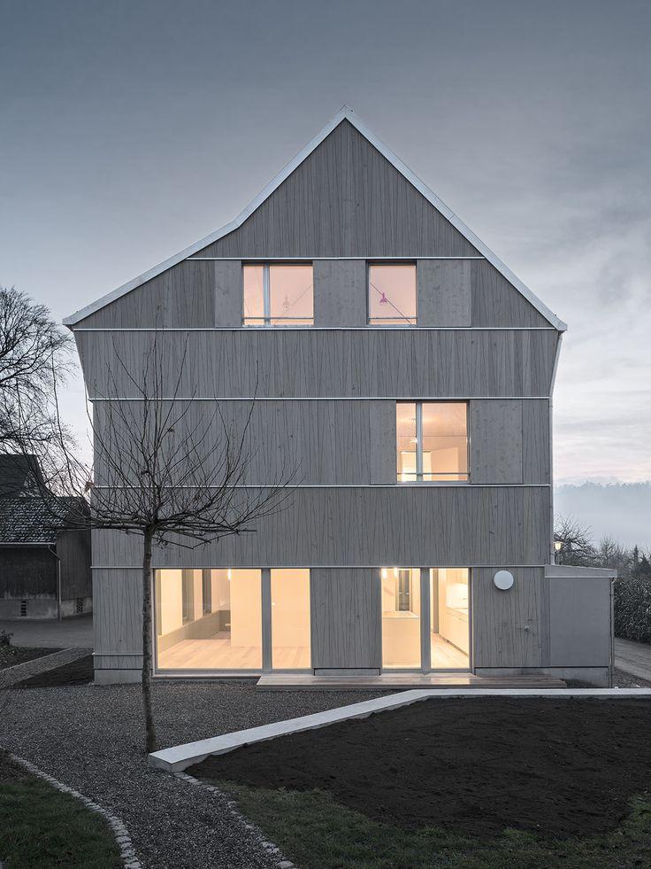 Haus in Glattfelden in het Zwitserse Bülach met geïntegreerde zonnepanelen. Ontwerp van Mirlo Urbano.  Fotos  Damian Poffet.