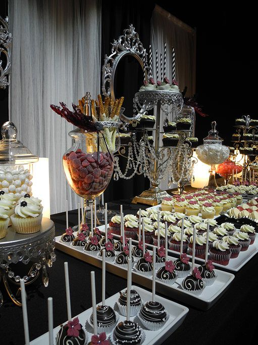 Table sucrée thématique Gala   cupcakes   cakepops   jujubes   bretzels trempés dans le chocolat   Farine et Chocolat   Corporatif