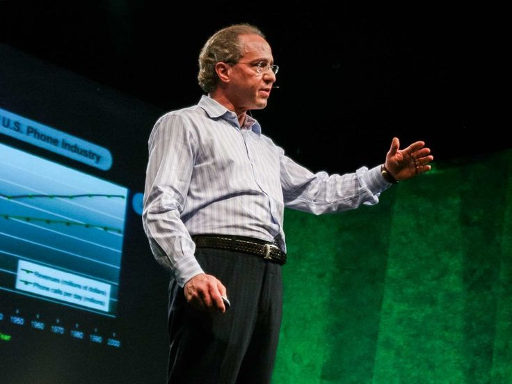 Ray Kurzweil, wynalazca, przedsiębiorca i wizjoner objaśnia w jaki sposób uda nam się, w ciągu najbliższych 20 lat, dokonać inżynierii odwrotnej ludzkiego mózgu i sprawić by nanoboty operowały naszą świadmością.