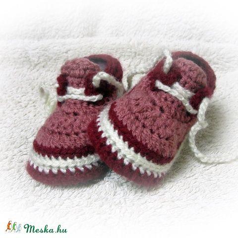 """Bordó"" horgolt baby cipőcske (avonlea0) - Meska.hu"