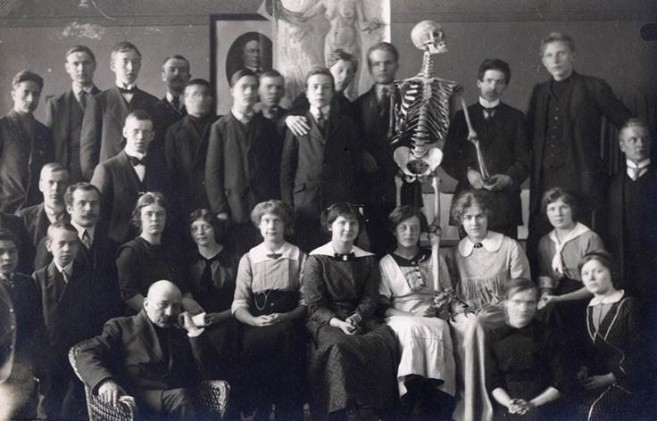 Turku Art School students with Victor Westerholm.