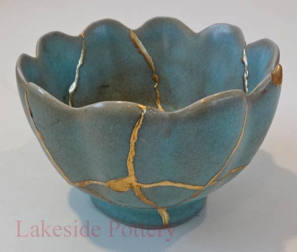 Isn't this beautiful? Antique chinese bowl repaired with gold (kintsugi.) Just like people - the most beautiful people are those that has been through hard times, became more beautiful because of it, and are not afraid to show their cracks.